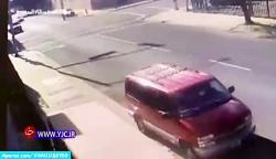 لحظه تصادف وحشتناک فجیع ماشین مسابقه در خیابان