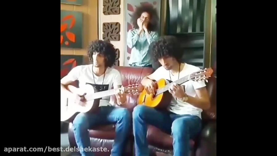 اجرای زیبای آهنگ ابی توسط رحمان و رحیم!