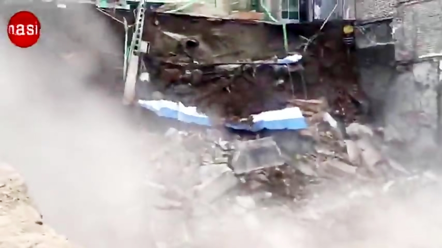 لحظه نشست دیوار حسینیه درکه