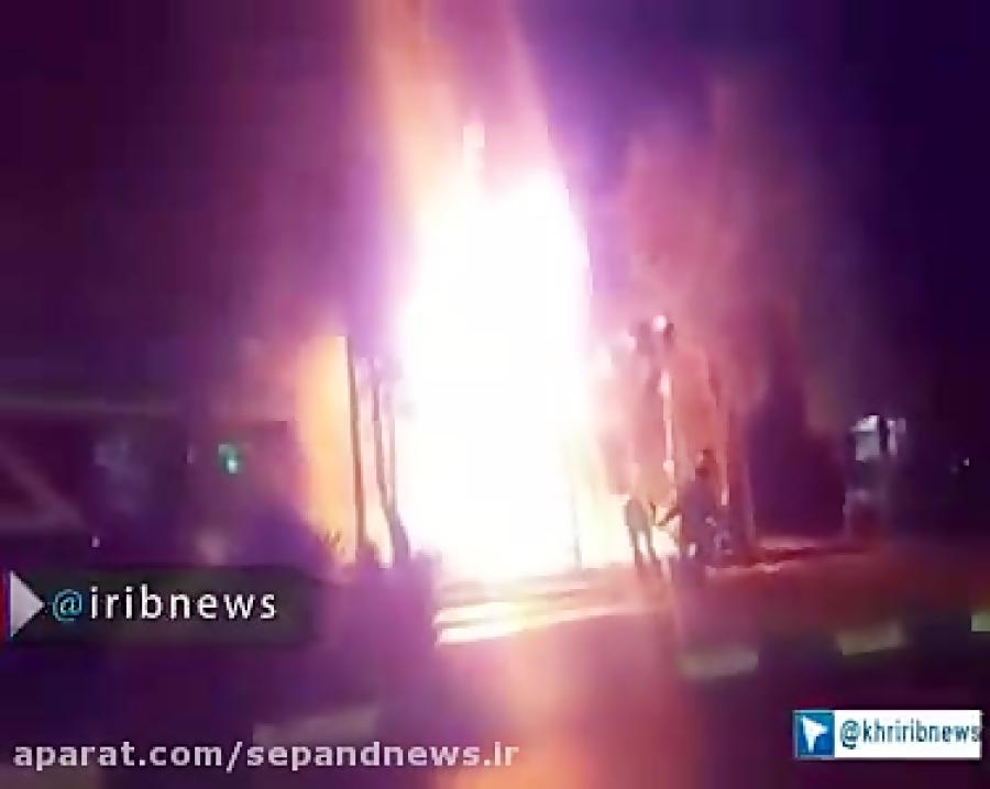 لحظه وقوع آتش سوزی مغازه ابزارفروشی در مشهد
