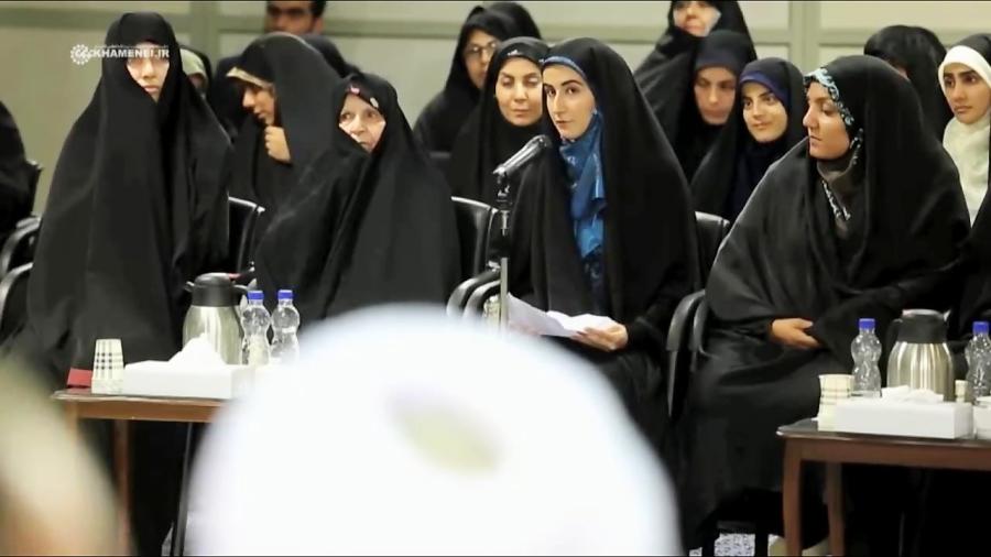 شعرخوانی نیلوفر بختیاری در محضر رهبر انقلاب