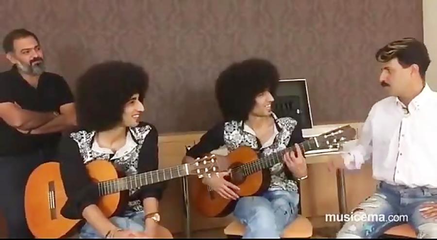 رحمان و رحیم سریال پایتخت ، آهنگ (بهت قول میدم ) محسن یگانه رو اجرا کردند.