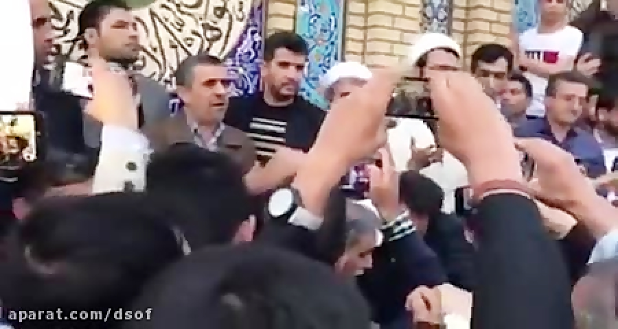 واکنش سخنران امامزاده صالح ع به حضور احمدی نژاد