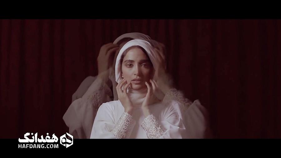 موزیک ویدیو «گمونم» رضا صادقی با حضور الهه حصاری fullHd