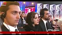 لحظه دریافت جایزه مینا ساداتی در جشنواره فیلم