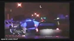 برخورد وحشیانه ده ها افسر مرد پلیس آمریکا مقابل یک زن!