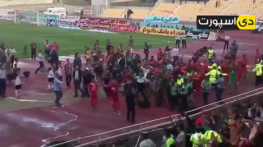 شادی بازیکنان و هواداران نساجی پس از صعود به لیگ برتر
