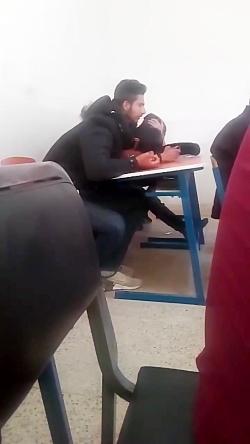 خواندن دانش آموز در مدر...