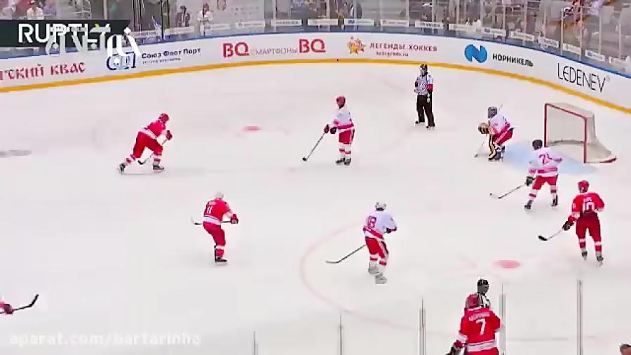 هاکی بازی کردن پوتین