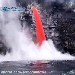 تصاویری شگرف و دیده نشده از ورود مواد مذاب به دریا
