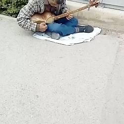 نوازنده موسیقی خراسانی...