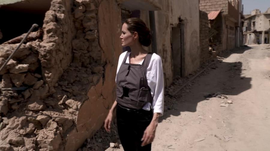 بازدید آنجلینا جولی از پایتخت داعش در عراق+زیرنویس