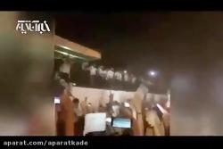 حاشیه های استقبال از ملی پوشان در فرودگاه از روشن کردن آتش تا بالا رفتن از نرده ها!