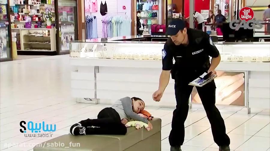 دوربین مخفی - دزدیدن شکلات از دهان دختر بچه توسط پلیس