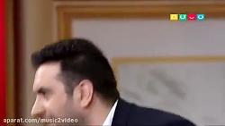 Omid Hajili - Delbar (امید حاجیلی - اجرای آهنگ دلبر در برنامه دورهمی)