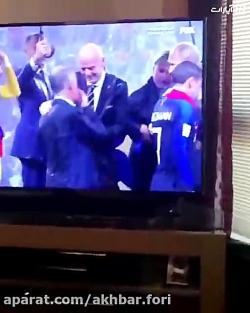 دزدی در فینال جام جهانی؟!زنی که مدال را در جیبش گذاشت