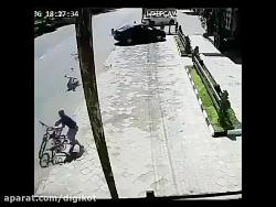 تصادف موتور سوار با کود...