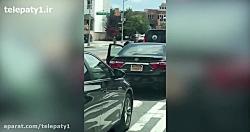 مردی که نزدیک بود بخاطر چند کلید بین دو خودرو له شود!