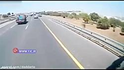تصادف در اتوبان به دلیل حواس پرتی راننده کامیون