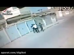 فیلم لحظه زورگیری از یک مرد در خیابان خلوت