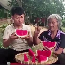 این داستان:مادربزرگ زر...