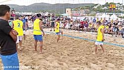 والیبال بازی کردن رونا...