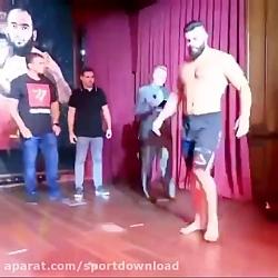 کری خوانی امیر علی اکبری پیش از مبارزه با خرس لهستان