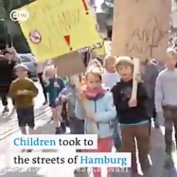 تظاهرات جالب کودکان و ن...