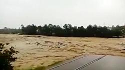 فروریختن پل در تنکابن در اثر سیل شدید