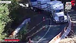 لحظه افتادن کامیون در دره !