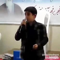 پسرنوجوان خواننده
