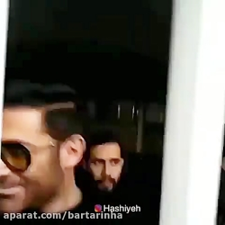 ازدحام مردم برای نذری گرفتن از گلزار در روز اربعین