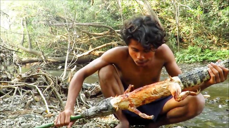 شکار و خوردن کروکودیل