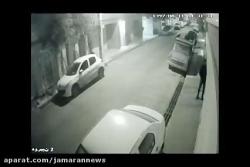 ببینید چگونه سارق منزل درب پارکینگ را باز می کند