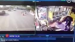 راننده بی اعتنا به قانون موجب تصادف وحشتناک با چندین خودرو گردید