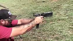 تیر اندازی با دو تفنگ تمام اتوماتیک