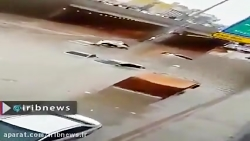 تصاویر گرفتار شدن خودروها در آب در پی بارش شدید باران در ریاض