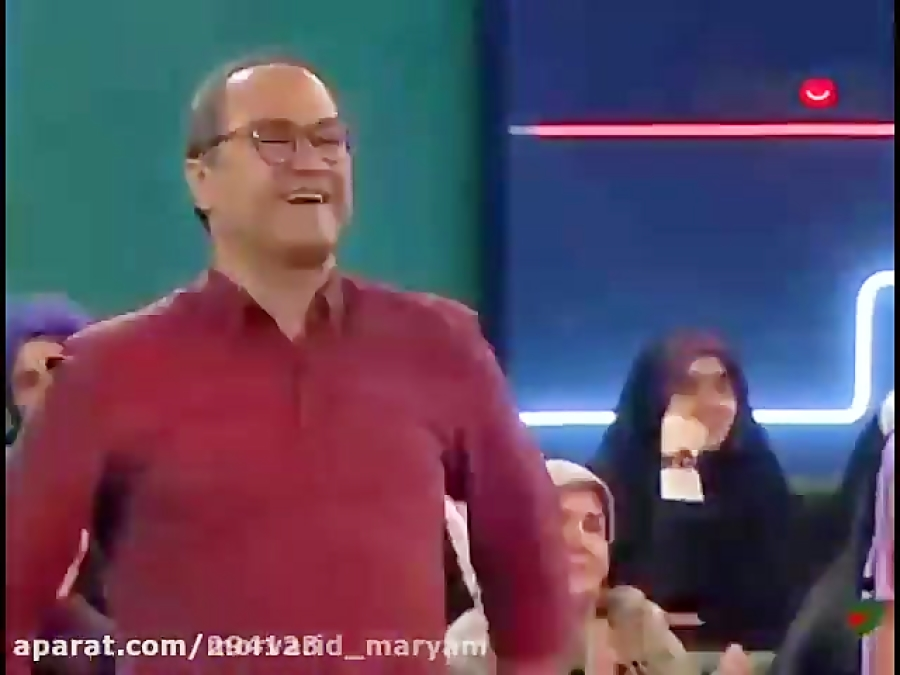 تصویر از باربد بابایی مجری برنامه شب کوک در برنامه خندوانه لباهنگ آهنگ (آهای خوشگل عاشق)