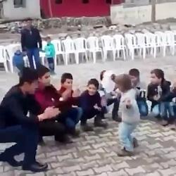 رقص زیبای پسر بچه