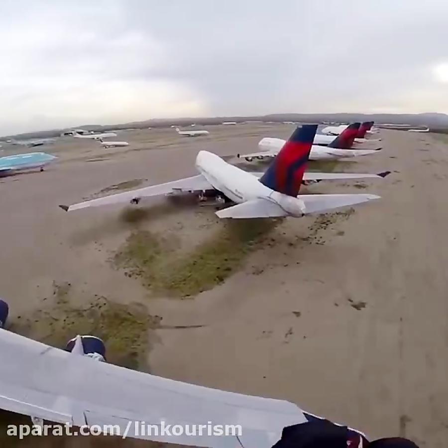 پرواز بر بالای هواپیما!!