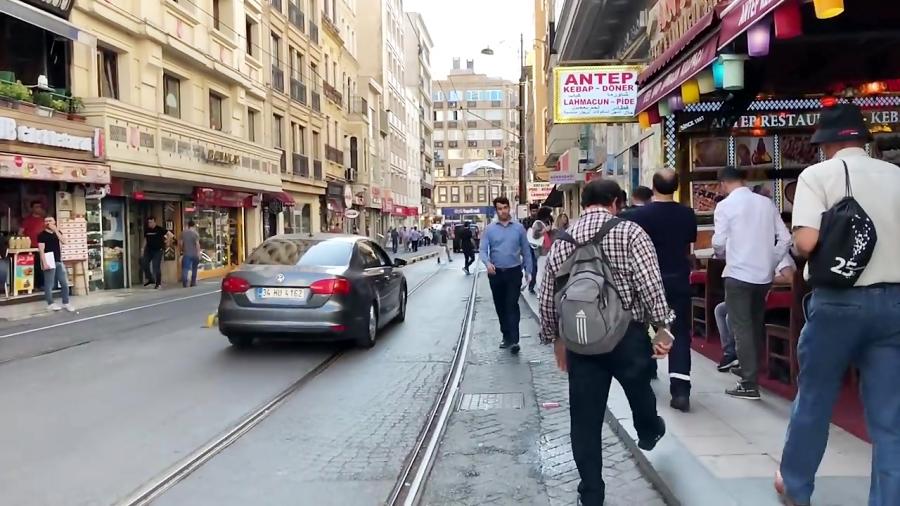 قدم زدن در خیابان های استانبول