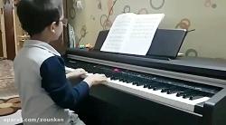 نوازندگی پیانو توسط هن...
