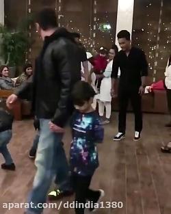 رقصیدن پسر بچه ای شیطون...