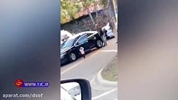 پلیس آمریکا روی دختر بچ...