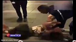 کتک زدن دختر جوان توسط پلیس آمریکا