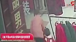 لحظه ربودن یک دختر در روز روشن ! / راننده تاکسی چه کرد؟