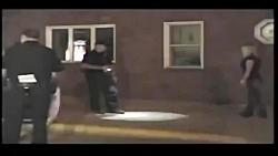 دستگیری و برهنه کردن یک زن توسط چهار افسر پلیس آمریکا