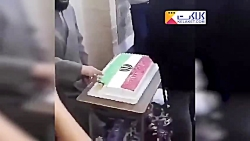 توزیع عجیب کیک 40 سالگی انقلاب توسط یک روحانی!