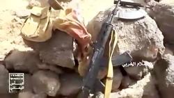 مجاهد یمنی با یک دست در ...