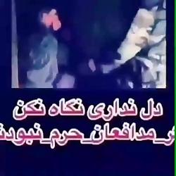 برهنه کردن زن مقابل شوهرش توسط یک داعشی